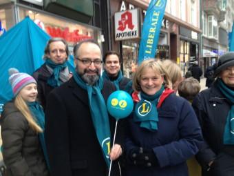 Die Bundesvorsitzenden Najib Karim und Sylvia Canel im Hamburger Wahlkampf.